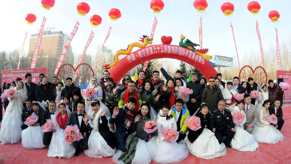 Multitud de bodas en China