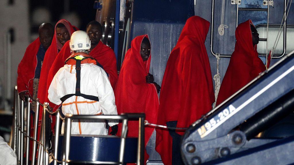 Salvamento Marítimo rescata a un grupo de 32 personas en Almería