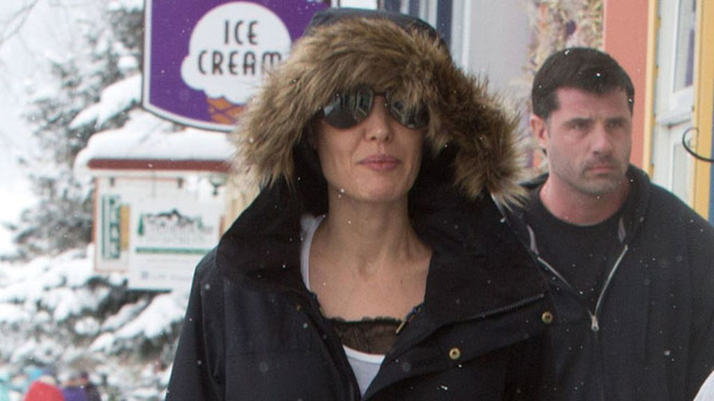 Angelina Jolie y sus hijos Shiloh y Knox, salieron a por helados