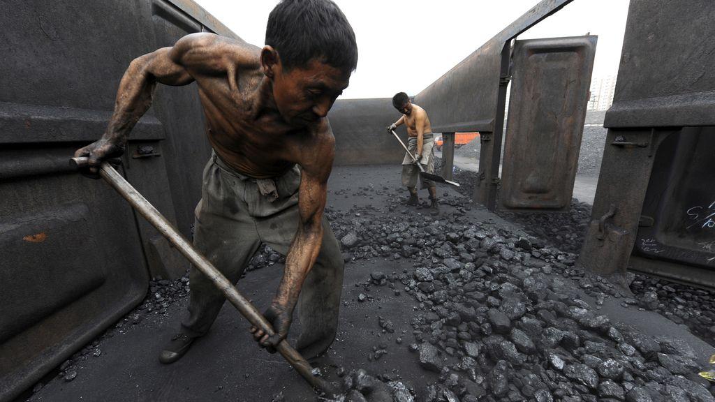 Mineros chinos en plena faena