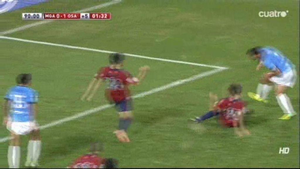 El Málaga pide penalti por mano de Oier