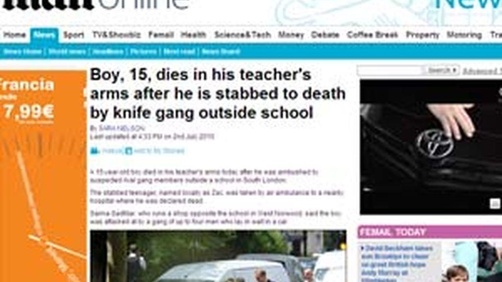 El chico, de 15 años, murió en la puerta de su escuela.