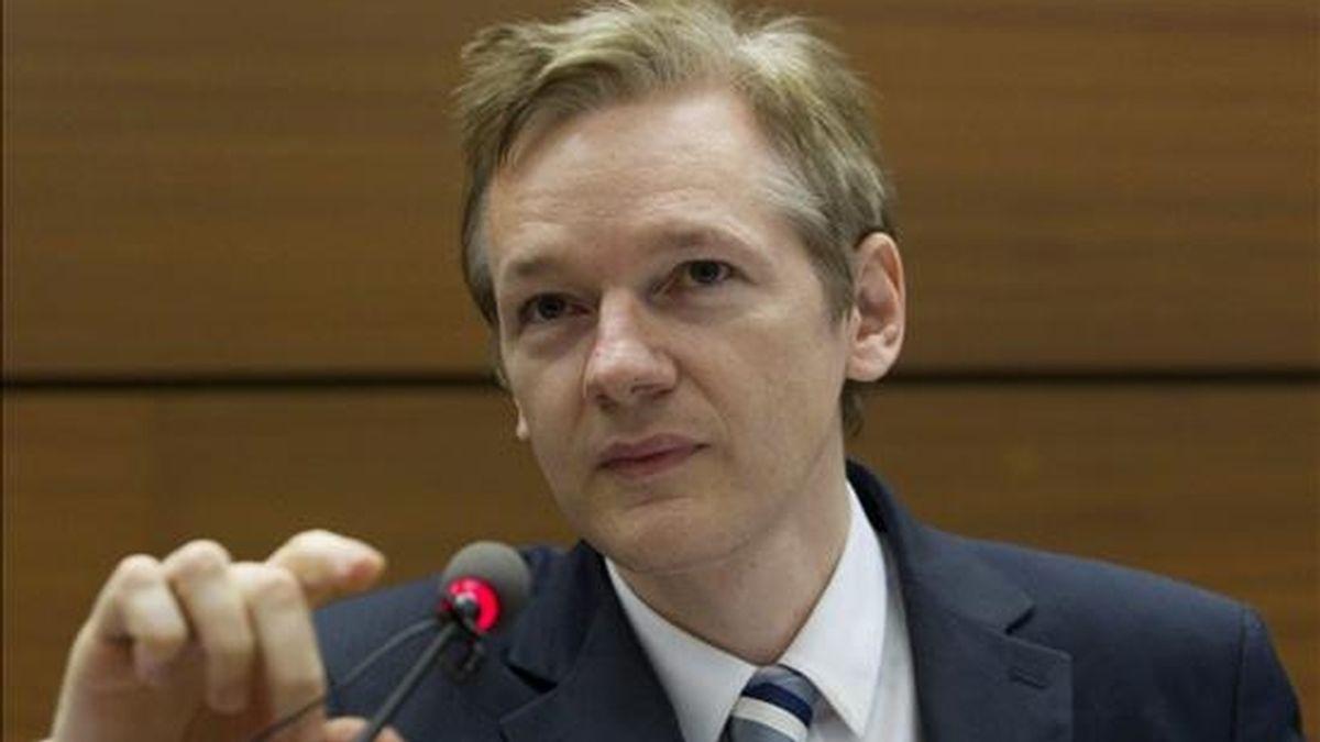 """Hoy es el segundo día consecutivo que """"Anonymous"""" lanza ataques contra entidades a las que considera ligadas al acoso que está sufriendo WikiLeaks y su fundador, Julian Assange. EFE/Archivo"""