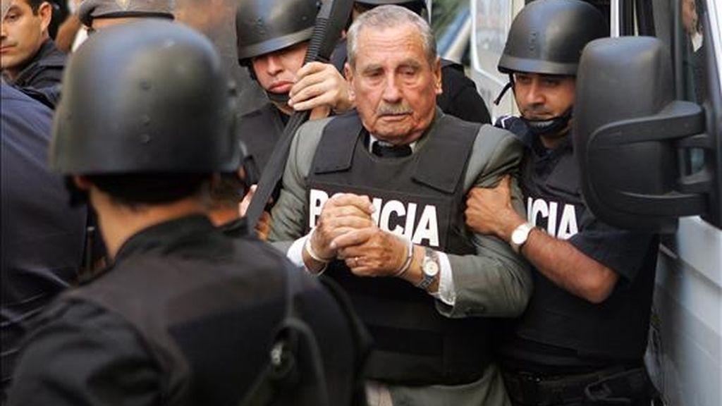 """El teniente general retirado (c) está preso en una cárcel militar de Montevideo acusado de """"co autoría de homicidio"""" por la desaparición de 37 personas durante la dictadura que gobernó en Uruguay entre 1973 y 1985. EFE/Archivo"""