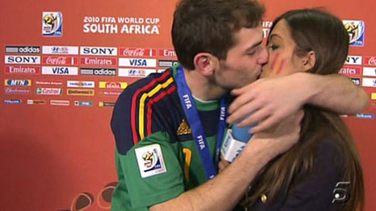 Un beso con recorrido mundial