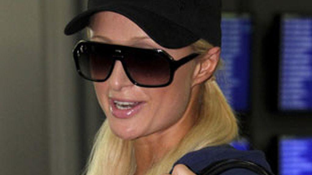 Paris Hilton en el aeropuerto japonés. Foto: GTRES