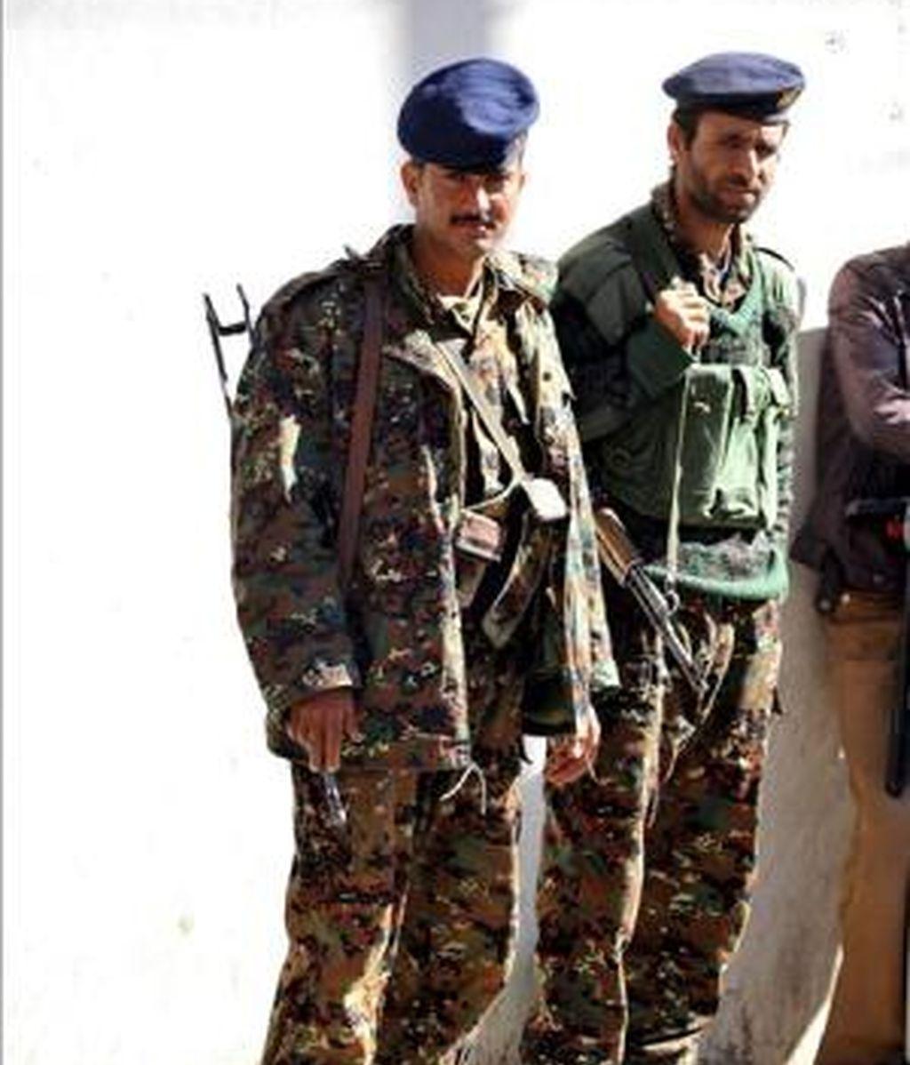 Soldados yemeníes vigilan una calle en Saná, Yemen, el pasado 4 de noviembre. EFE/Archivo