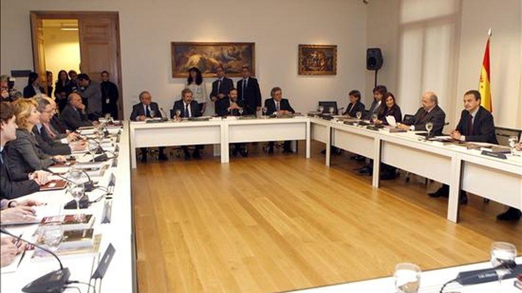 Vista general de la reunión del Patronato del Museo del Prado presidida hoy por el presidente del Gobierno, José Luis Rodríguez Zapatero (i), en la que se estudió el nuevo plan de actuación plurianual de la institución. EFE