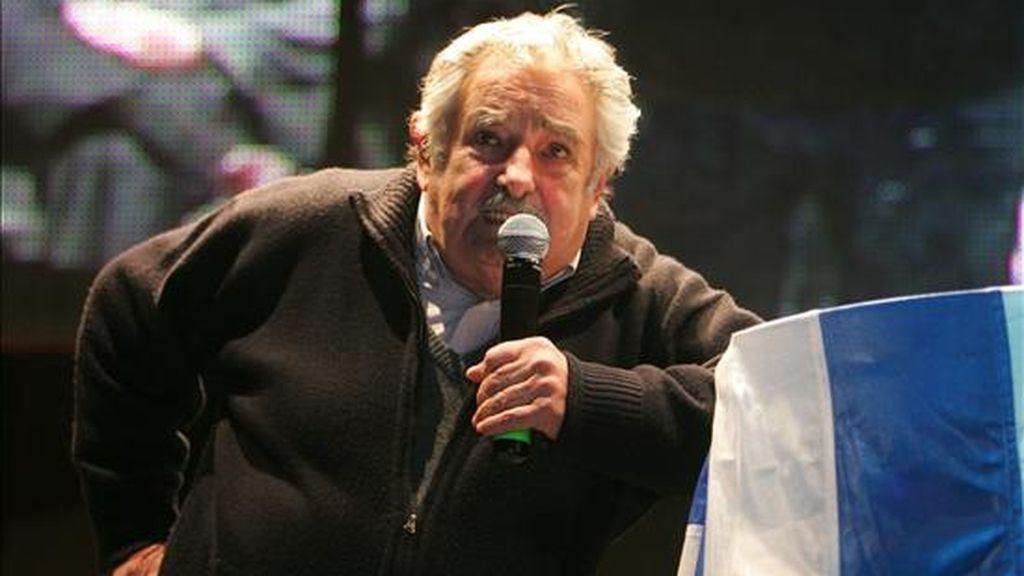 La puja interna parece bastante decidida, según todas las encuestas, en favor del senador José Mujica (en la imagen) en el Frente Amplio, del ex presidente Luis Alberto Lacalle en el Partido Nacional y de Pedro Bordaberry en el Partido Colorado. EFE/Archivo