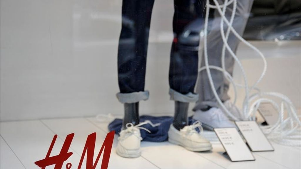 """Escaparate de la tienda de ropa de la marca sueca """"H&M"""". EFE/Archivo"""