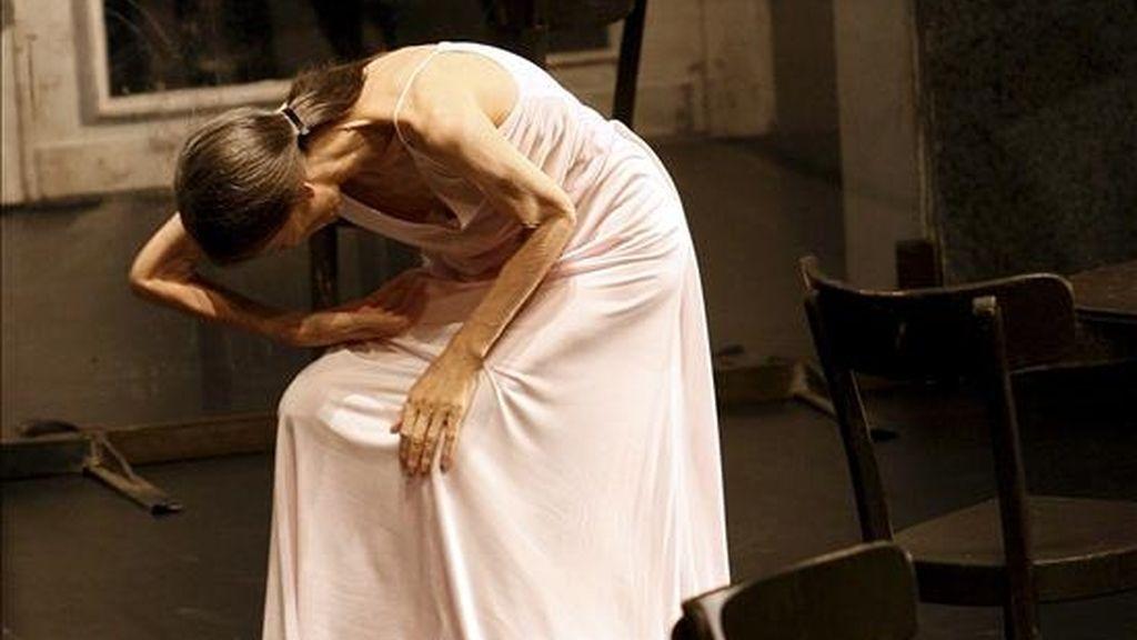 """La coreógrafa alemana Pina Bausch, quien llegó el sábado invitada por la Embajada de Alemania y el Instituto Goethe, tiene previsto reunirse con artistas locales para empaparse de las costumbres atacameñas y conocer mejor su cultura, informó hoy el diario """"La Tercera"""". EFE/Archivo"""