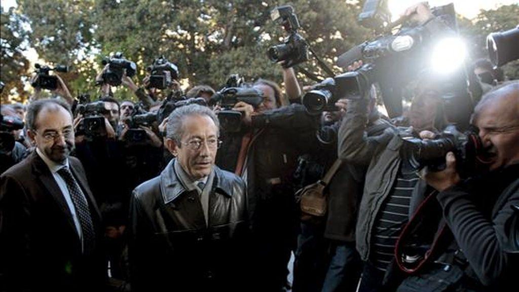 El portavoz del PSPV-PSOE en Les Corts Valencianes, Ángel Luna, el pasado lunes a su llegada al Tribunal Superior de Justicia de la Comunitat Valenciana para prestar declaración como imputado por un supuesto delito de cohecho tras una querella interpuesta por el portavoz parlamentario del PP, Rafael Blasco. EFE
