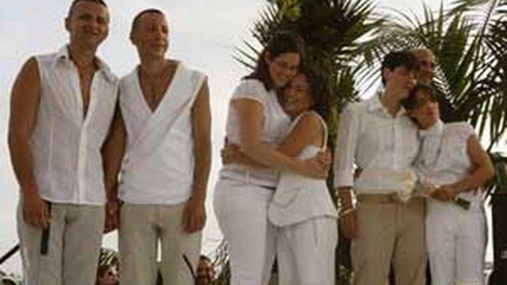 En Tel Aviv, varias parejas del mismo sexo contrajeron matrimonio en un ceremonia de grupo. FOTO: AP