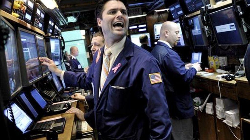 El Dow Jones de Industriales, el indicador más importante de la Bolsa de Nueva York, avanzó hoy más de 200 puntos y cerró en 7.978 unidades, lo que supone el tercer día consecutivo de subidas. EFE