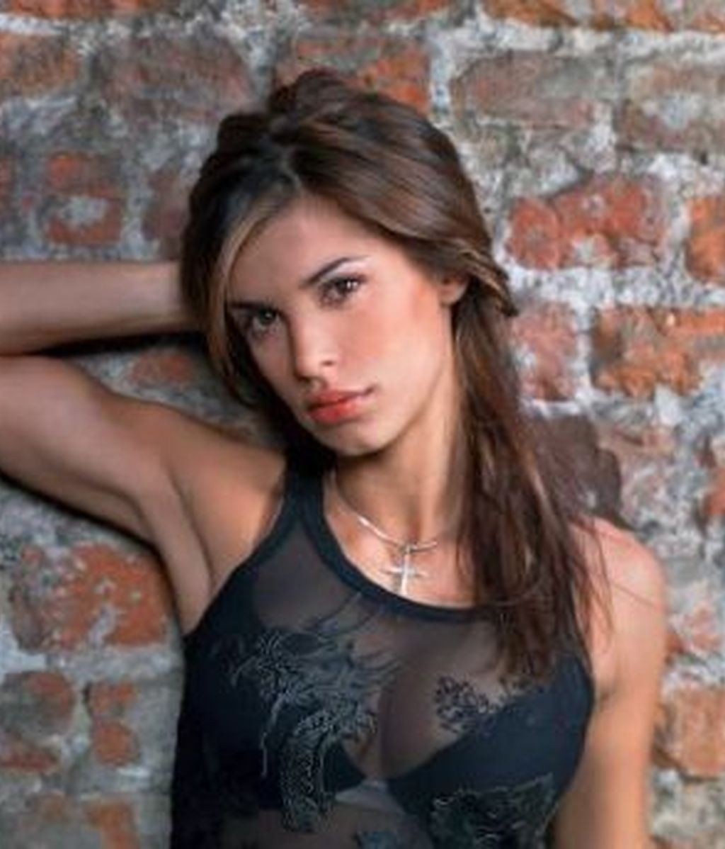 Elisabetta Canalis aparece implicada en una investigación sobre tráfico de drogas y prostitución que realiza la policia italiana.