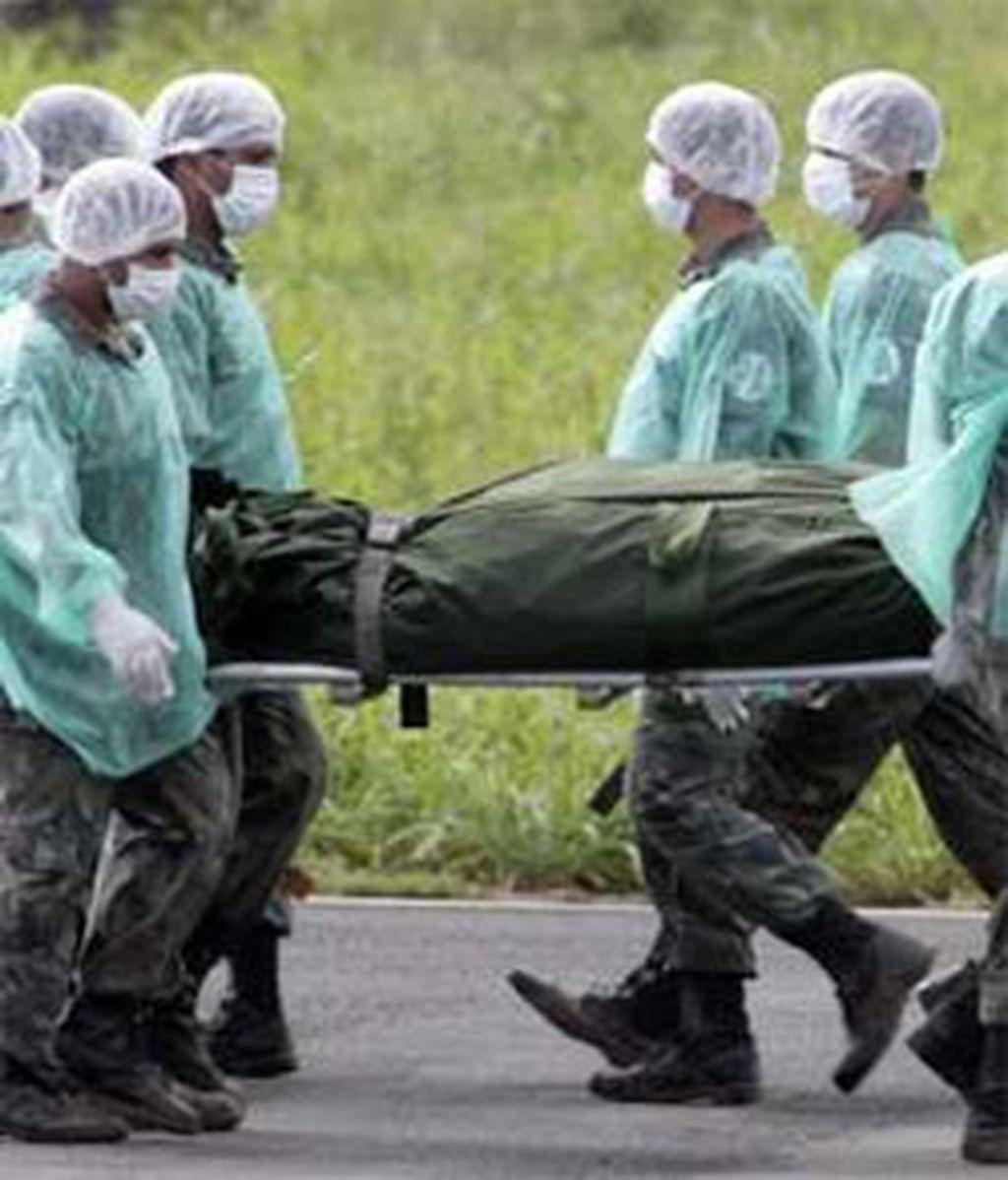 De los 11 identificados, diez son brasileños, cinco mujeres y cinco hombres, y uno extranjero de sexo masculino. Foto: AP.