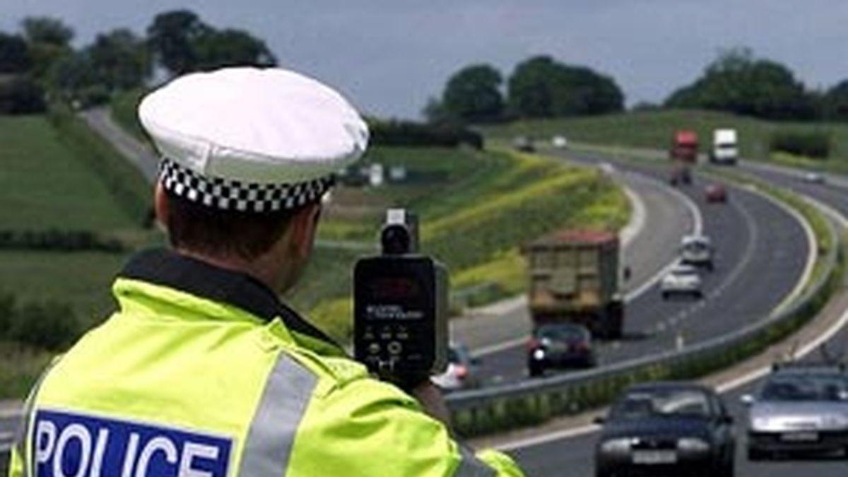 Las vidas paralelas de un policía y un conductor.