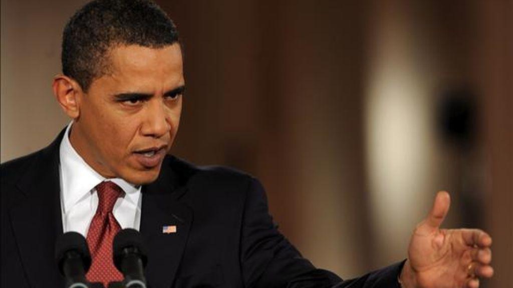 El presidente de EEUU, Barack Obama, ayer, 9 de febrero, durante su primera rueda de prensa en el Salón Este de la Casa Blanca en Washington, DC (EEUU), a un día de la votación en el Senado sobre el plan de 827.000 millones de dólares. EFE