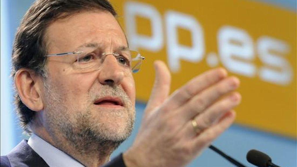 El presidente del PP, Mariano Rajoy, duarnte la conferencia de prensa que ofreció hoy en la sede del partido, tras la reunión del comité de dirección para informar de algunas de las cuestiones analizadas en ese órgano de su formación política. EFE