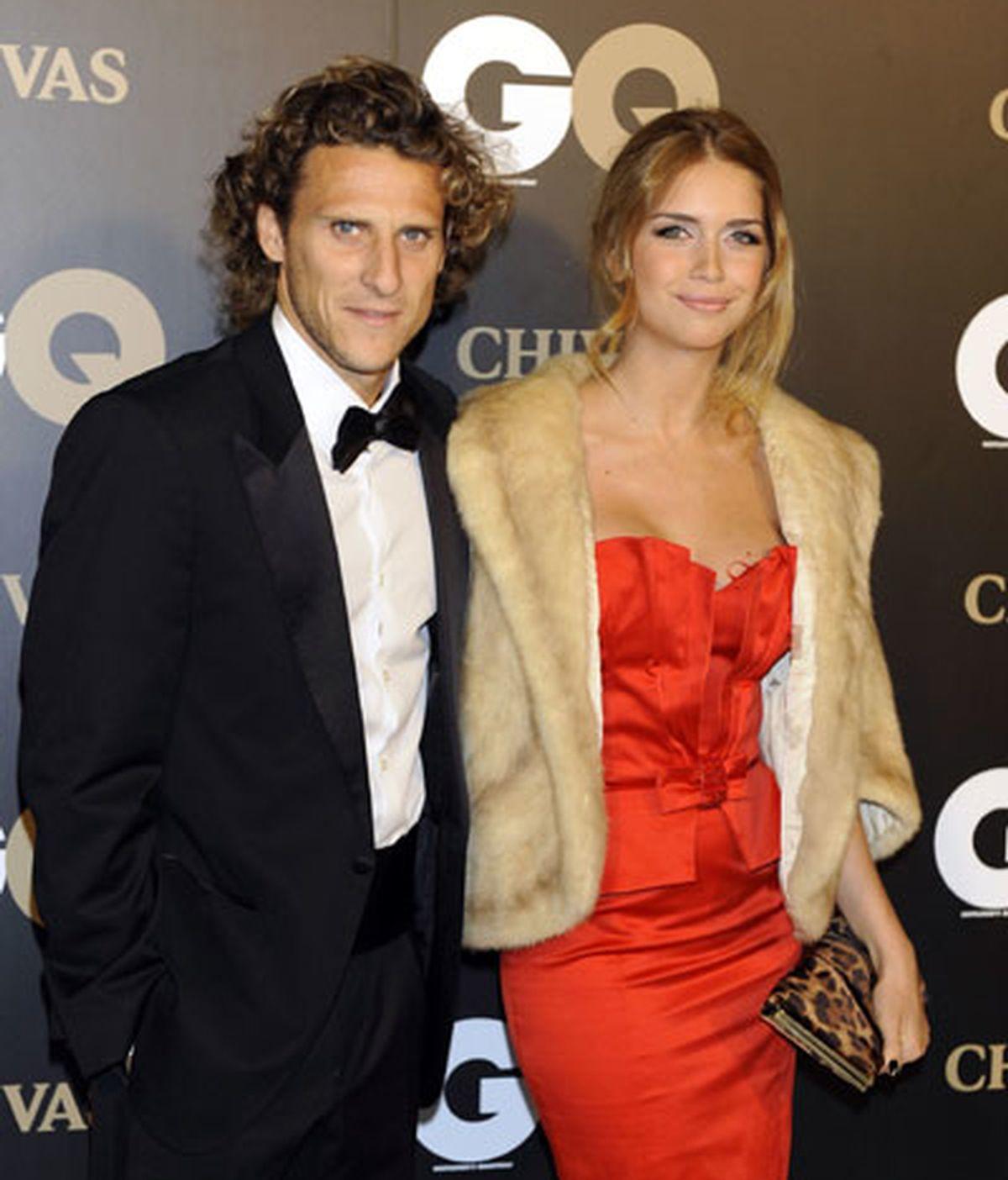 Diego Forlán acudió a la gala con su novia, la modelo Zaira Nara. FOTO: GTres.