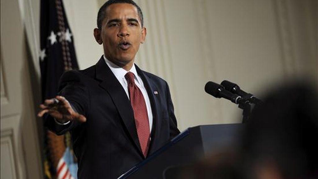 """El presidente de EE.UU., Barack Obama, habla hoy durante su primera rueda de prensa en el Salón Este de la Casa Blanca en Washington, DC (EE.UU.). Obama dijo que su Gobierno investigará casos """"claros"""" de delitos cometidos por torturas infringidas a detenidos. EFE"""
