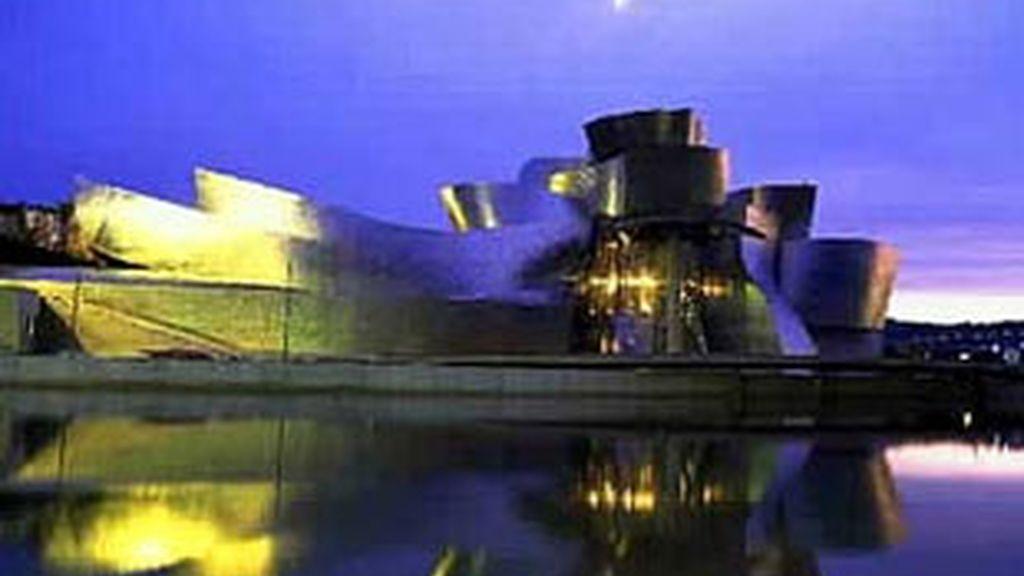 Música, danza, literatura, teatro, diseño, videocreación y visitas extraordinarias a los centros de arte y museos de la ciudad (BilbaoArte, Museo Guggenheim,  Bellas Artes, Museo Diocesano o Museo Vasco) conforman una oferta inigualable.