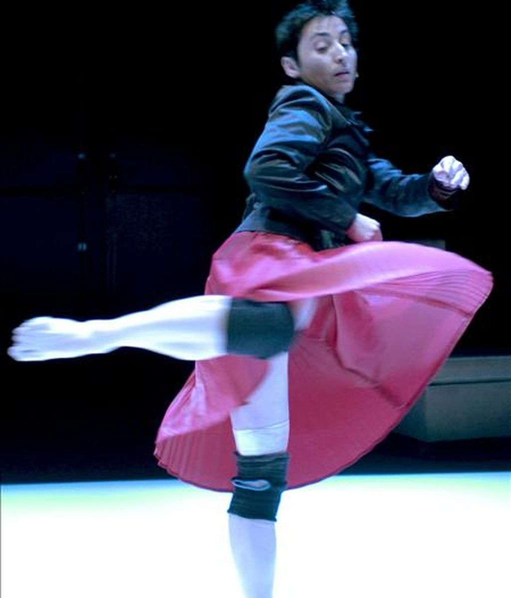 Foto de archivo de la bailarina, coreográfa e interprete, Angels Margarit que ha obtenido el Premio Nacional de Danza 2010 en la modalidad de Creación, que concede el Ministerio de Cultura y está dotado con 30.000 euros. El premio ha sido fallado hoy por un jurado presidido por Félix Palomero, director del Instituto Nacional de las Artes Escénicas y la Música (INAEM), organismo a través del cual se otorgan estos galardones. Del jurado del Premio Nacional de Danza han formado también parte el subdirector del INAEM, Antonio Garde, que ha actuado de vicepresidente; Ana Victoria Cabo, Omar Khan, Manuel Llanes, Julia Martín Alafont, Alfonso Ordóñez Maray, Pep Ramis, en representación de la compañía Mal Palo, y Lola Greco, ambos galardonados en 2009. EFE/Archivo
