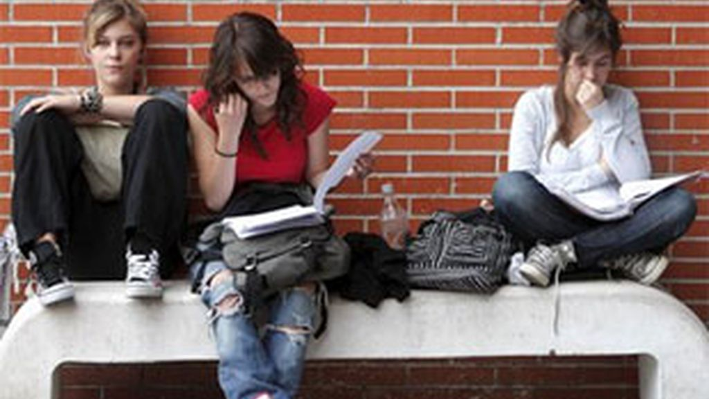 Los jóvenes de la actualidad no confían en el futuro. Vídeo; Informativos Telecinco