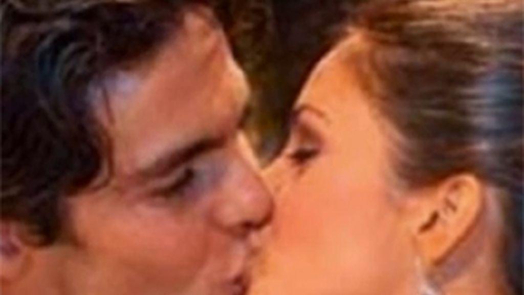 Kaká y Caroline Celico durante la boda. El jugador ha grabado una canción de amor para el primer álbum de su mujer.