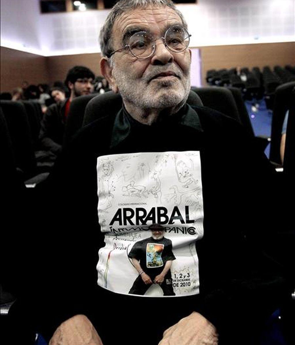 El dramaturgo Fernando Arrabal durante el coloqio-homenaje que le tributa la Universidad de Valencia y en el que se repasará su filmografia completa asi como representaciones escénicas relacionadas con su obra. EFE