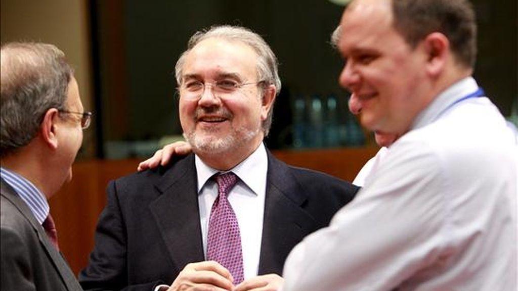 El ministro español de Economía, Pedro Solbes (c), asiste a la reunión del Consejo de Ministros de Economía y Finanzas de la Unión Europea (Ecofin) en Bruselas (Bélgica) hoy martes 10 de febrero. EFE