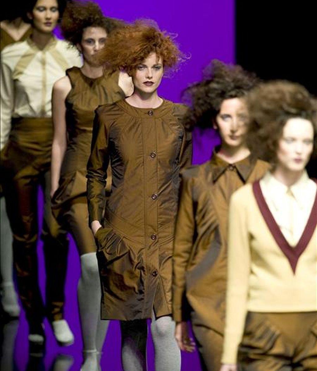 """Varias modelos lucen vestidos durante el desfile de la diseñadora Noelia Navarro """"NONA"""", en la segunda jornada de la VI Semana de la Moda de Valencia. EFE"""