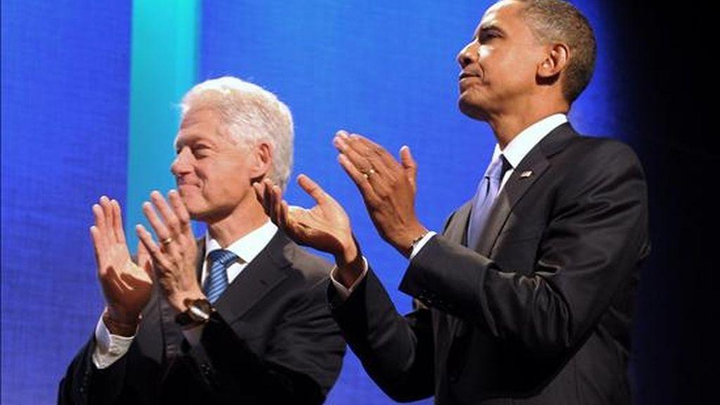 Fotografía del pasado 23 de septiembre en la que se registró al ex presidente de Estados Unidos, Bill Clinton (i), junto al presidente Barack Obama (d), quienes se reencontrarán este viernes en la Casa Blanca. EFE/Archivo