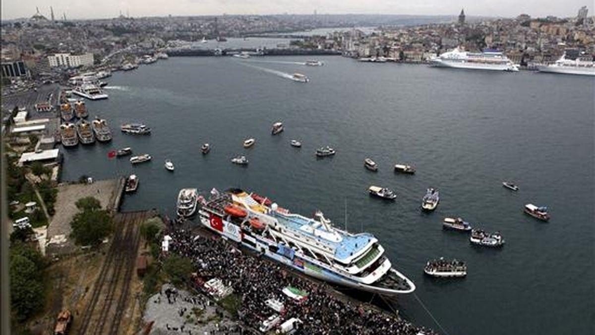 """El barco """"Mavi Marmara"""" zarpando del puerto de Estambul (Turquía) el pasado 25 de mayo como parte de la """"Flotilla de la Libertad"""" que se dirigió a la franja palestina de Gaza con ayuda humanitaria y cientos de activistas internacionales a bordo. EFE"""