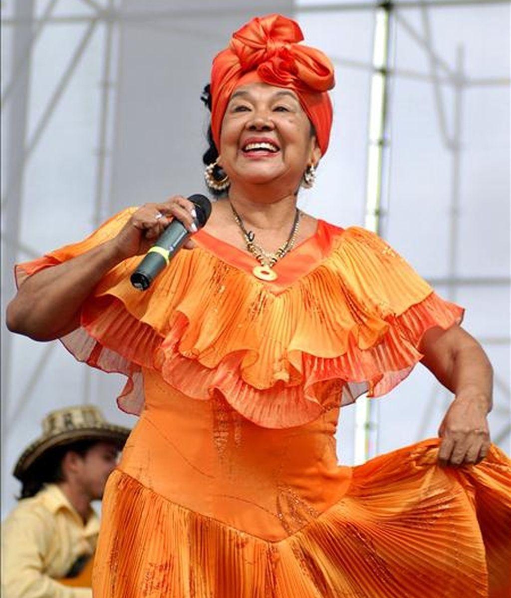 La artista colombiana Toto la Momposina durante una actuación en Bogotá (Colombia). EFE/Archivo