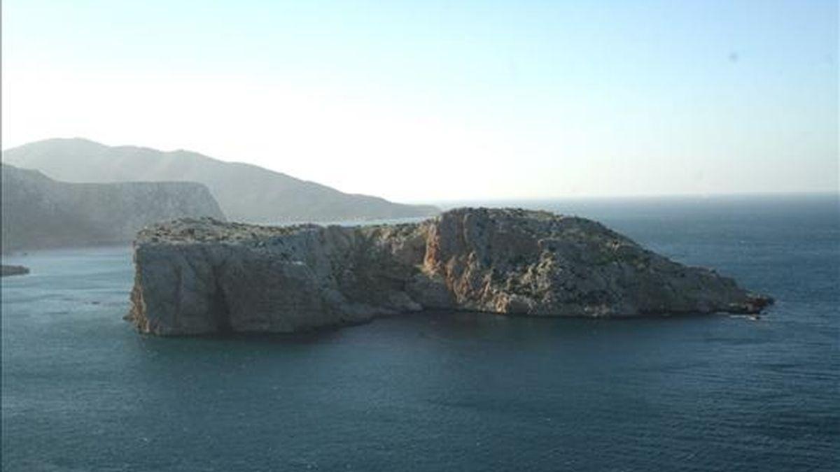 Vista general de la Isla Perejil en aguas del Estrecho de Gibraltar, tomada desde la costa marroquí. España reiteró este martes su oposición a los intentos de excluir a Gibraltar de la lista de territorios en proceso de descolonización de la ONU. EFE/Archivo