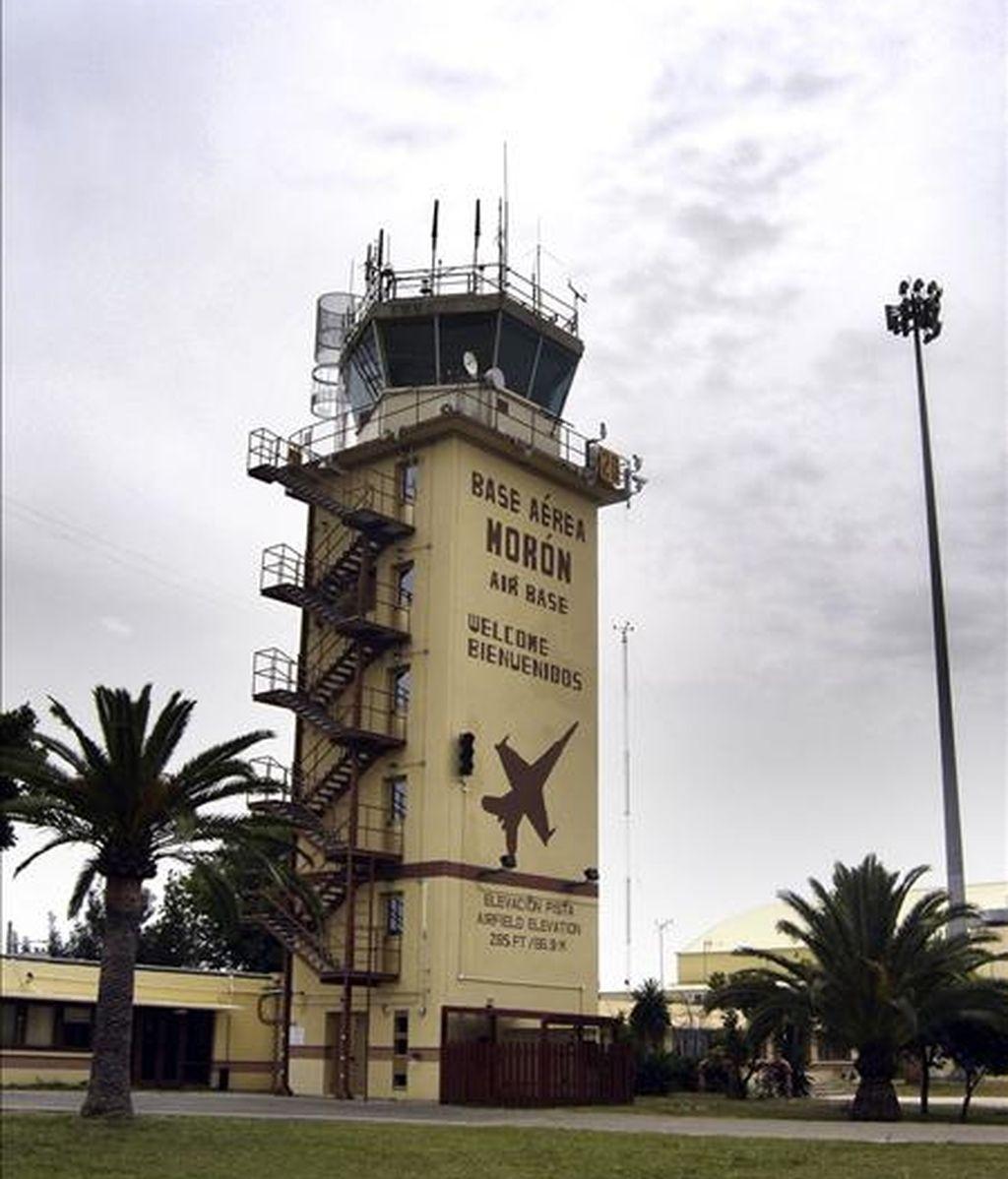 Torre de control de la base aérea de Morón de la Frontera, en Sevilla. Cuatro trabajadores han declarado hoy en la Audiencia Nacional en relación con las escalas en España de aviones de la CIA con terroristas detenidos. EFE/Archivo