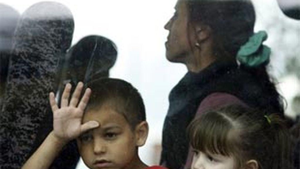 Entre los 115 rumanos refugiados en Irlanda del Norte, se encontraba una niña de cinco días de edad y 48 menores más. Foto: Reuters