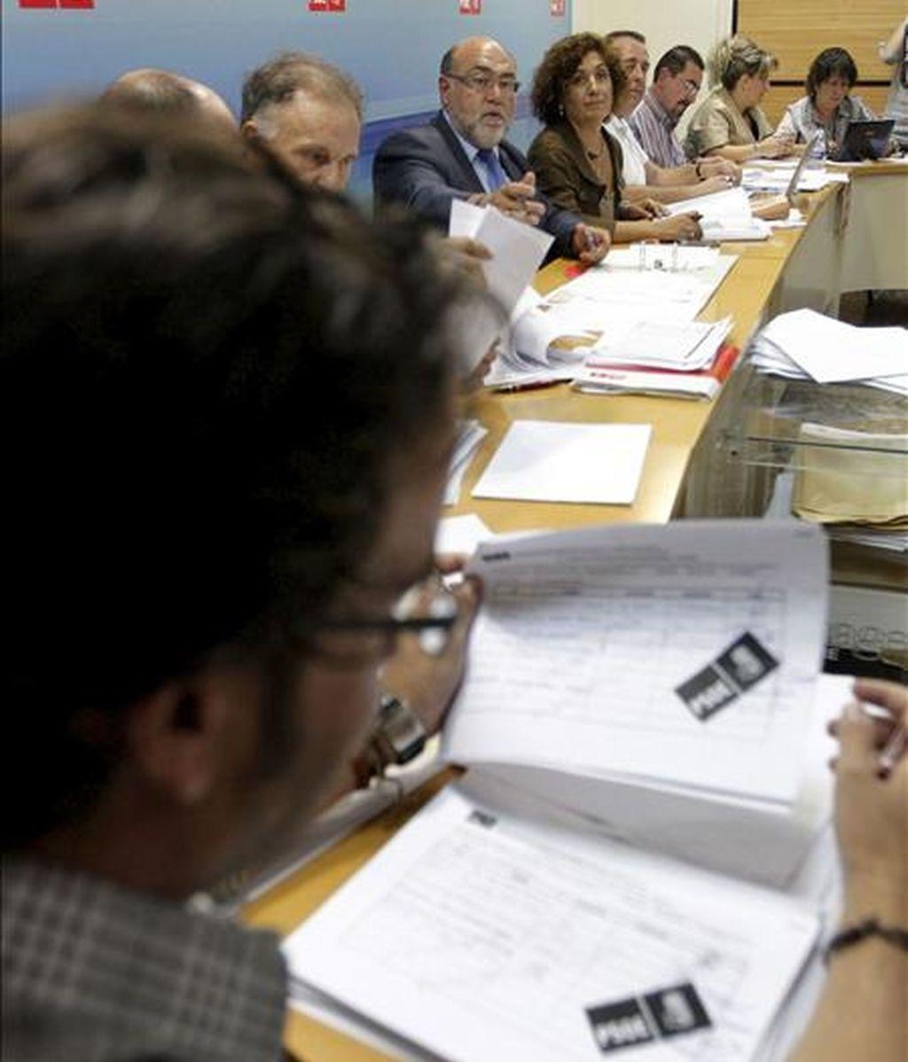 La Comisión de Garantías electorales del PSPV-PSOE revisa los avales presentados por los candidatos para las primarias a la Presidencia de la Generalitat valenciana. EFE