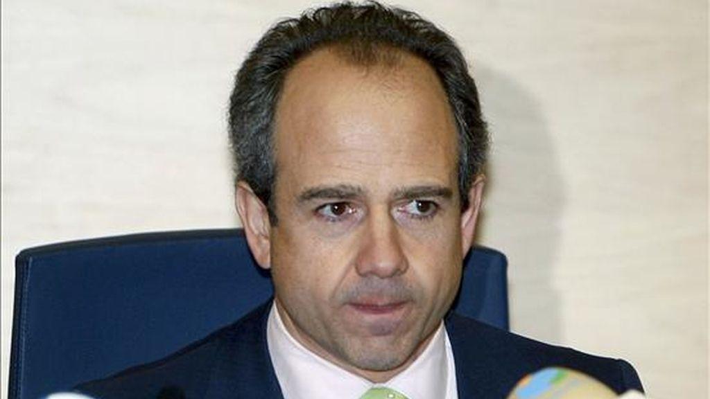 El alcalde de Boadilla del Monte, Arturo González Panero, durante la rueda de prensa ofrecida tras el pleno extraordinario en el que ha formalizado públicamente su dimisión. EFE