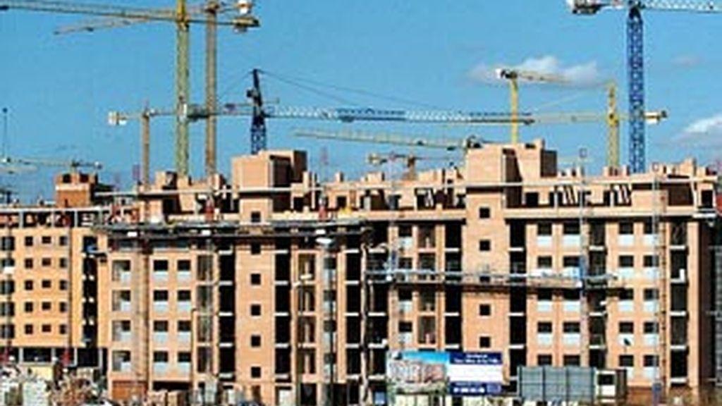 A pesar del informe del Banco de España, las entidades financieras españolas tardarán mucho en digerir los activos inmobiliarios tóxicos. EFE