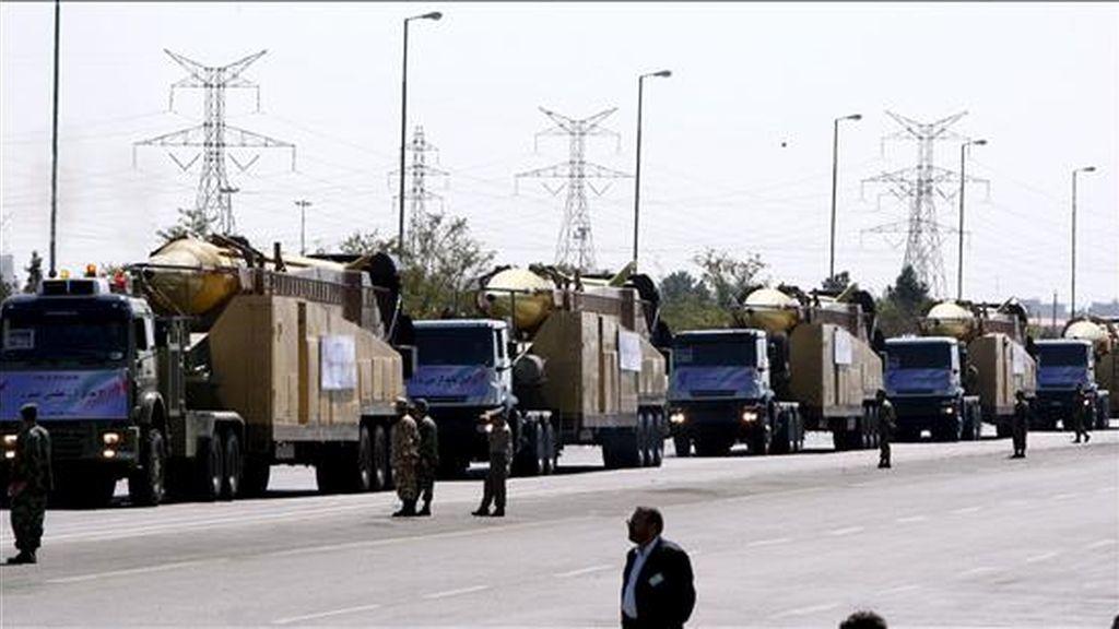 Camiones con misiles misiles Shahab 3 durante el desfile militar conmemorativo por la guerra entre Irán e Irak (1980-1988), en Teherán este miércoles. EFE
