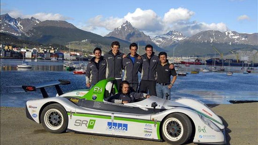 El vehículo eléctrico SRZero, con el que cinco estudiantes de una universidad británica recorrieron toda la longitud del continente americano durante setenta días, es expuesto en Buenos Aires (Argentina). EFE