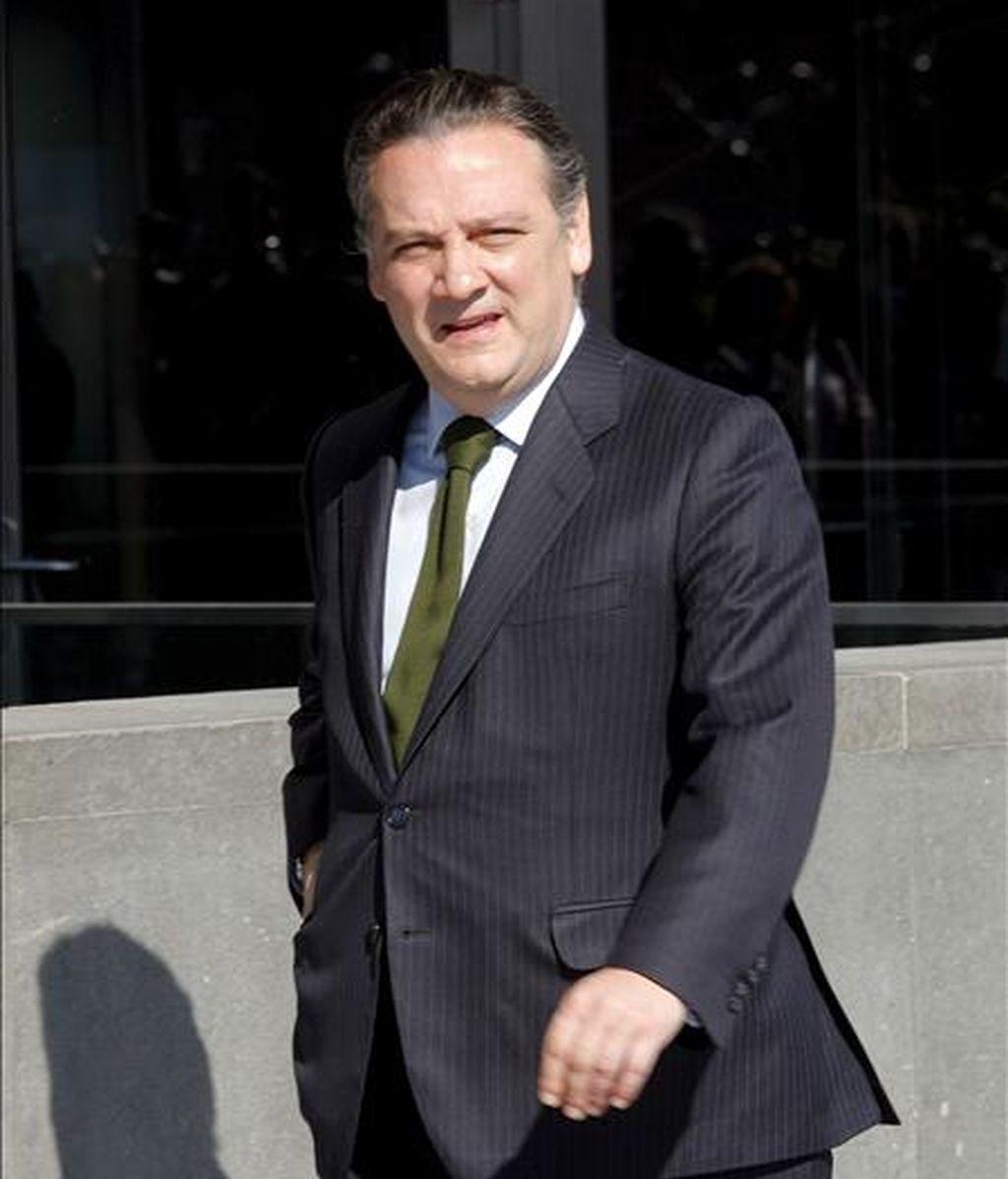 Fotografía de archivo (1/3/09) del diputado regional del PP y ex consejero de Justicia Alfredo Prada a su llegada a la reunión de la Junta Directiva del Partido.  EFE/Archivo