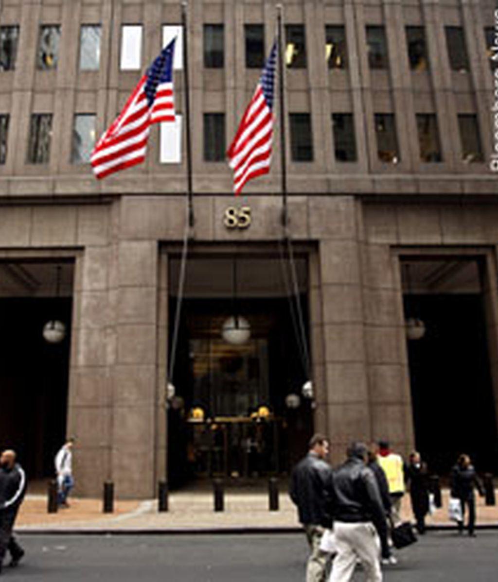 La Comisión de Mercados y Valores de EEUU ha acusado al banco de inversión Goldman Sachs y a uno de sus vicepresidentes de fraude por ocultar información sobre un producto ligado a las hipotecas subprime.