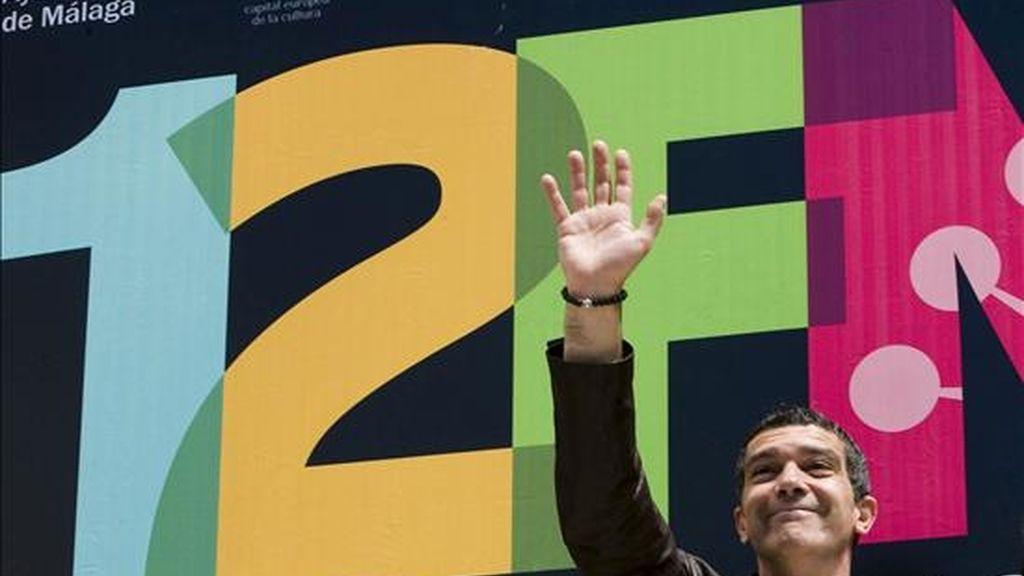 """El actor Antonio Banderas, durante la sesión de fotos que ha realizado dentro del Festival de Cine Español de Málaga donde ha presentado el proyecto """"Día Roto"""", hoy en el Teatro Cervantes de la capital malagueña. EFE"""