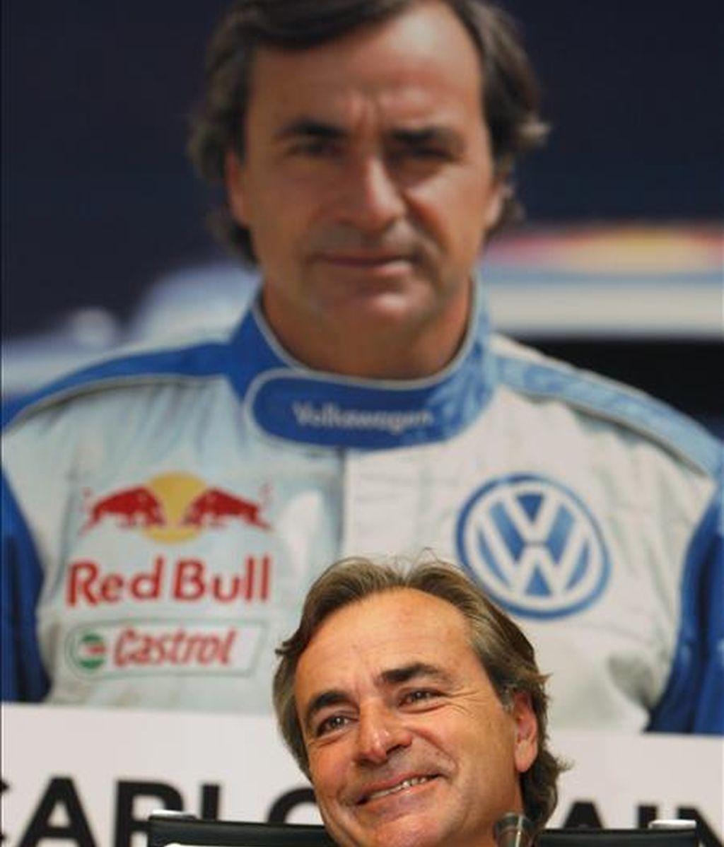 """El piloto Carlos Sainz, durante la presentación del libro """"Vencer al desierto"""", obra del periodista Manuel Franco. EFE"""