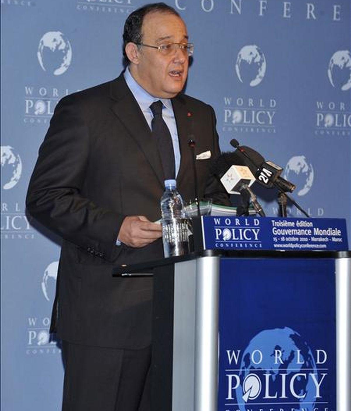 """El ministro de Asuntos Exteriores de Marruecos, Taib Fassi Fihri, durante un discurso en Marraquech (Marruecos), el 16 de octubre de 2010. Fassi Fihri ha dicho hoy en Bruselas que en España se """"manipula"""" los suceso de El Aaiún. EFE/Archivo"""