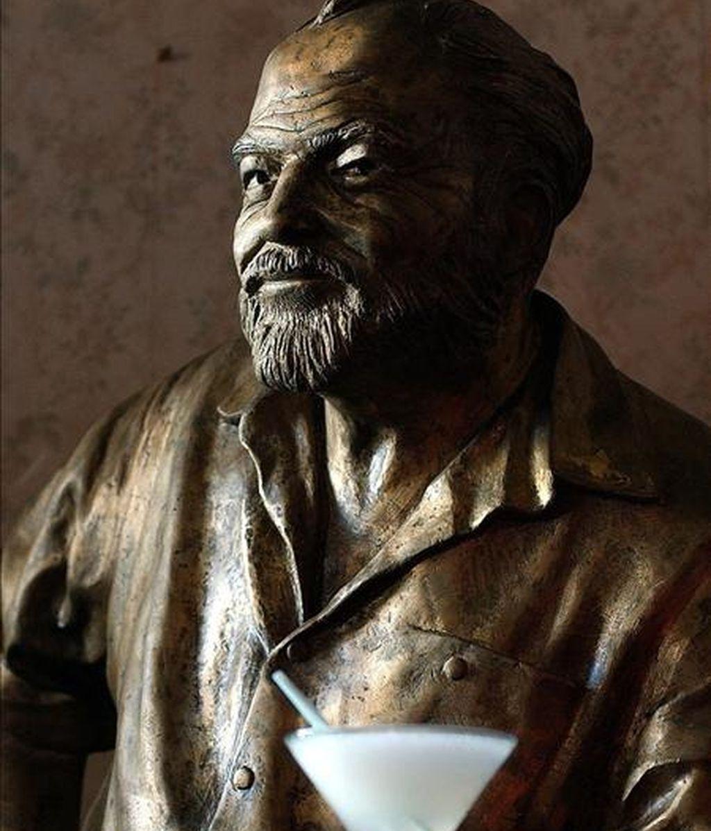 El programa del evento, que se extenderá hasta el próximo domingo, incluye visitas a los sitios de La Habana relacionados con Hemingway, trabajos sobre sus escritos, la preservación de su legado y la influencia de Cuba en su vida y obra. EFE/Archivo