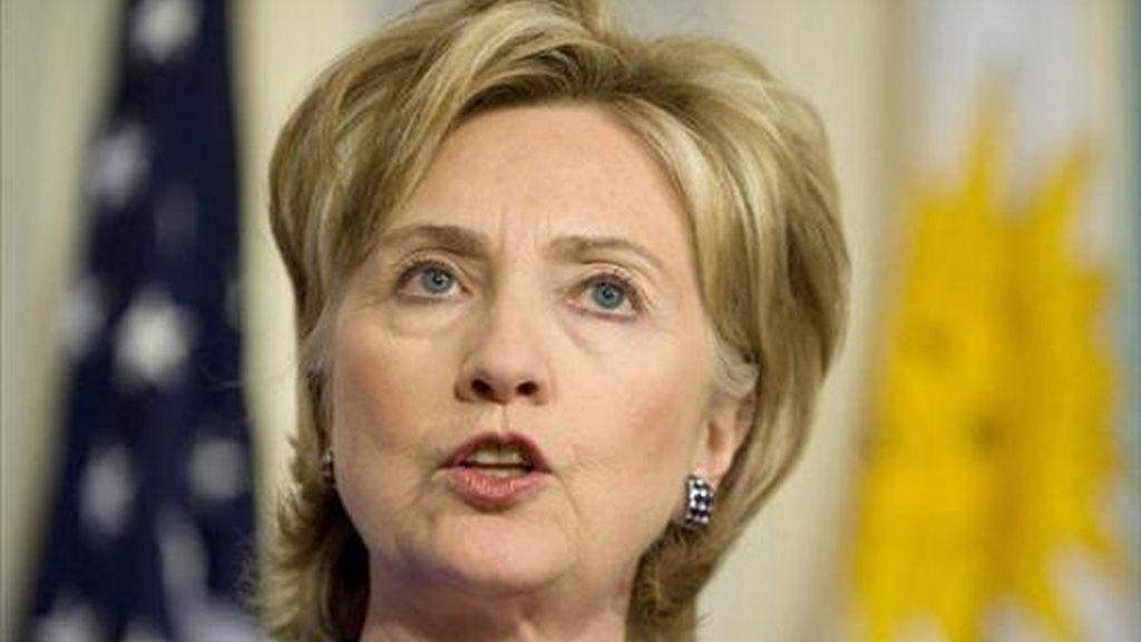 Lejos de esconderse, la primera respuesta de Clinton el lunes fue comparecer en Washington para condenar la filtración, que calificó como un ataque a EE.UU. y a la diplomacia mundial. EFE/Archivo